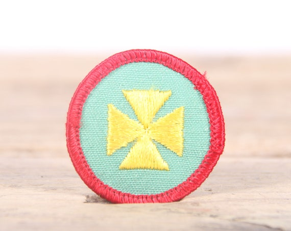 """Vintage Girl Scout Patch / 1970's-80's Scout Patch / Red and Green Cross Old Stock Scout Patch / 1.5"""" Girl Scouts Patch / Scout Badge"""