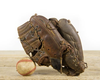 Vintage Youth Leather Baseball Glove / Antique Leather Baseball Glove / Antique Baseball Room Decor / Old Glove