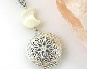 Moon Photo Locket Necklace, Pearl Moon, Crescent Moon, Moon Phase, Picture Locket Necklace, Astronomy Gifts, Moon Locket, Celestial