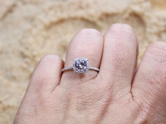 6a67101e3a8 Blanc saphir coussin   Diamonds halo rond bague de fiançailles