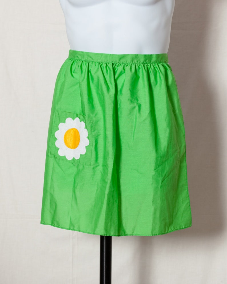 Cute Vintage 70s 80s Womens Apron green with flower