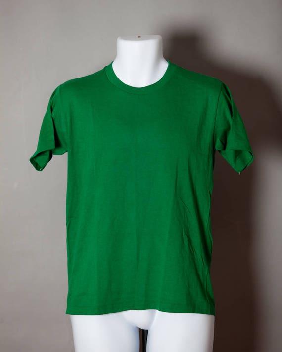 9aae418ed Vintage 80s 90s Plain Green Athletic Tshirt SPORTSWEAR M   Etsy