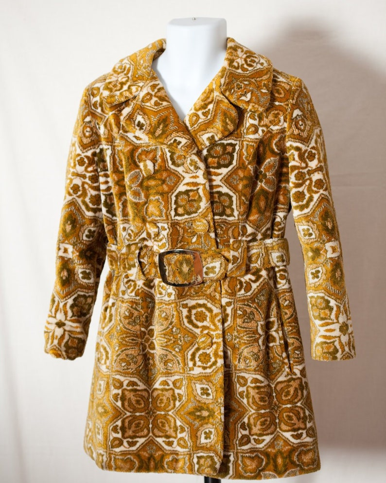 3ed379c2ecc Amazing Vintage Women s Carpet Tapestry Coat