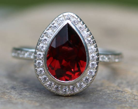 Garnet Pear Diamond Halo Ring in 18 kt Gold - Garnet Bezel Ring - Garnet Halo Ring - Diamond Halo Ring - Garnet Diamond Channel Ring
