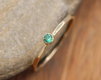 Emerald Ring 2.5mm, 1.2mm Band - Yellow Gold Hammered Bezel Stacking Ring - Emerald Solitaire Ring - Fine Emerald - Stackable Ring