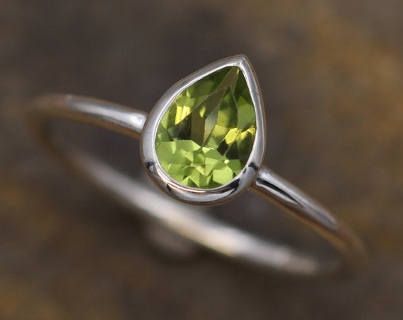 Peridot Tear Drop Bezel Ring - Dainty Glossy Finish Solitaire Ring - Pear Ring - Alternative Engagement Ring - 1.3mm Band
