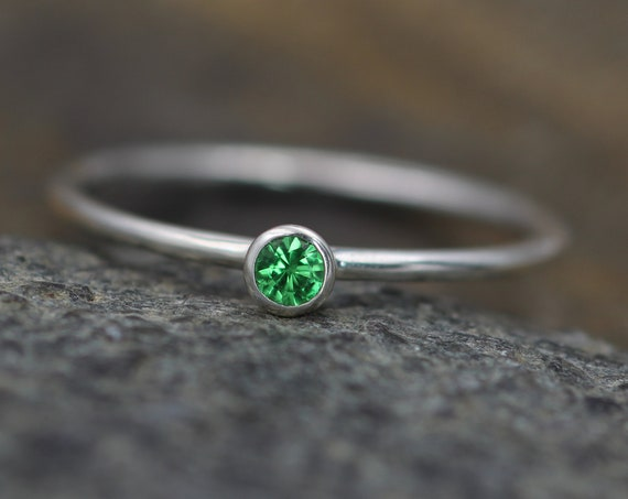 Tsavorite Green Garnet 3mm, 1.5mm band  Bezel Ring -  Glossy Finish Stacking Ring - In Argentium Sterling silver - Round Band