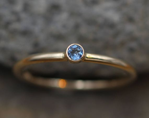 Aquamarine Small Gold Stacking Ring - Thick Gold Aquamarine Ring - Aquamarine Yellow Gold Ring - 14 kt Aquamarine - Aquamarine hammered ring