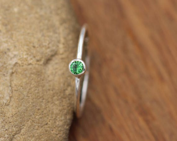 Tsavorite Green Garnet 3mm Glossy Finish Stacking Ring - In Argentium Sterling silver - Hammered Texture - Skinny Ring