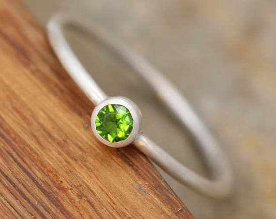 Chrome Diopside Round Bezel Ring - Dainty Matte Finish Solitaire Ring - Round Ring - Alternative Engagement Ring - 1.3mm Band
