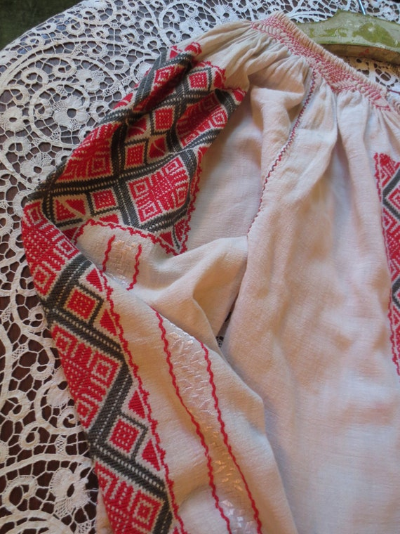ROMANIAN Hand EMBROIDERED BLOUSE - image 3