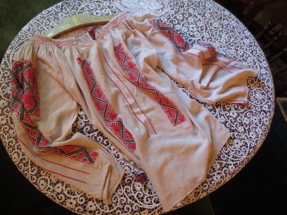 ROMANIAN Hand EMBROIDERED BLOUSE - image 2