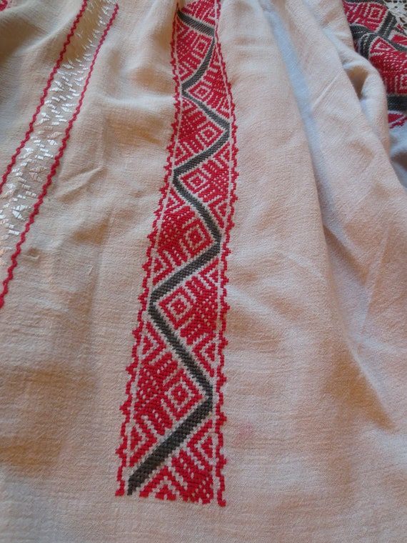 ROMANIAN Hand EMBROIDERED BLOUSE - image 5