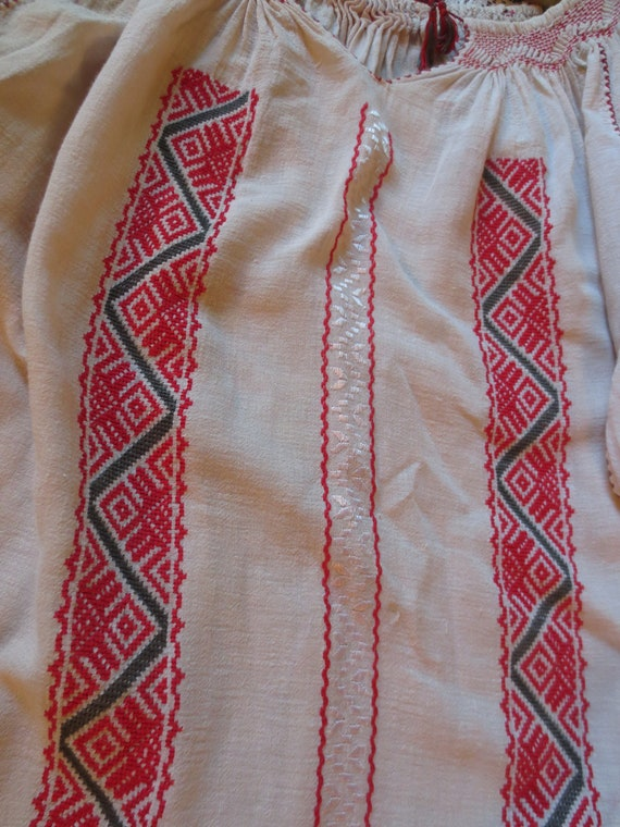 ROMANIAN Hand EMBROIDERED BLOUSE - image 4