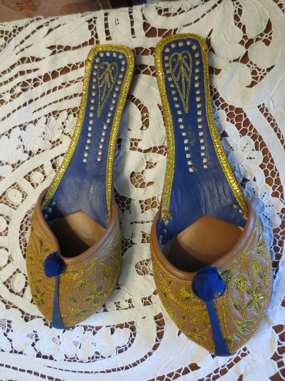 Vintage EMBROIDERED Gold INDIA SLIPPERS