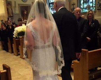 Elegant Single Layer Fingertip Wedding Veil with Comb Lace Fingertip Veil Lace Bridal Veil, White Ivory Veil Short Veil Mid Length Veil