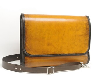 Medium Leather Messenger Bag v1