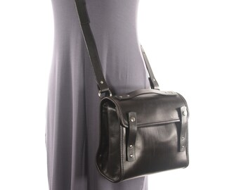 Medium Leather Messenger Crossbody Purse - Black - CLEARANCE