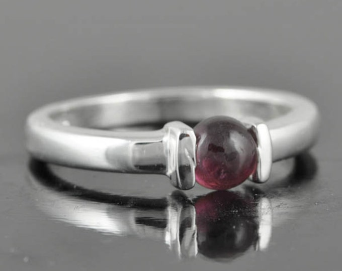 Rhodolite Garnet ring, sterling silver ring, genuine gemstone ring, red, round cabochon, january birthstone