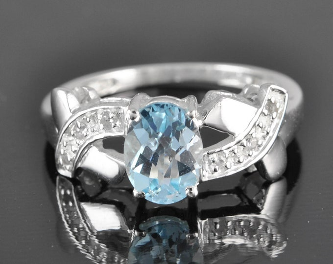 Blue Topaz ring, 1.5 ct, december birthstone, gemstone ring, sterling silver ring, stone ring, statement ring, engagement ring