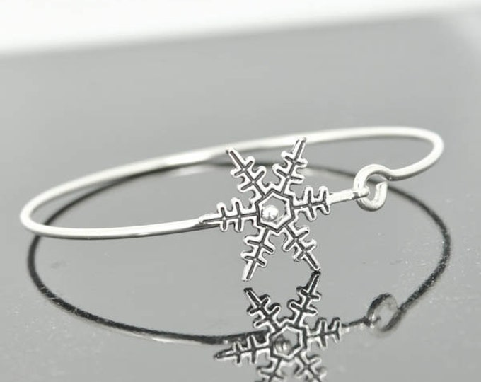 Snow Flake Bangle, Sterling Silver Bangle, Snow Flake Bracelet, Stackable Bangle, Christmas Bangle, Christmas jewelry, Christmas Bracelet