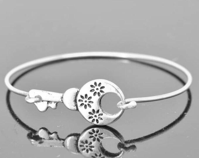 Key Bangle, Sterling Silver Bangle, Key Bracelet, Stackable Bangle, Charm Bangle, Bridesmaid Bangle, Bridesmaid jewelry, Bridal Bracelet