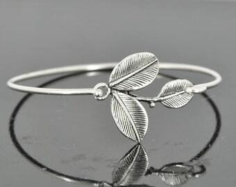 Leaf Bangle, Sterling Silver Bangle, Leaf Bracelet, Stackable Bangle, Charm Bangle, Bridesmaid Bangle, Bridesmaid jewelry, Bridal Bracelet