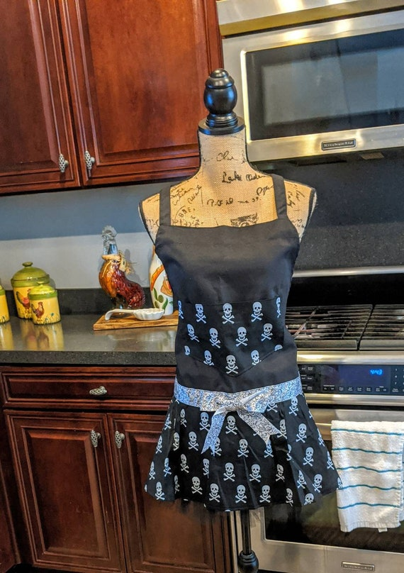 Black Skull Apron / Gothic Apron / Kitchen Apron /Christmas gift for her