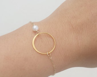 Bridesmaid bracelet,bridesmaid gifts,Pearl Karma bracelet,Circle,Eternity love circle,silver or gold,friendship bracelet,Wedding jewelry
