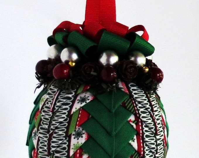 Quilted Ornament in Festive Christmas Colors