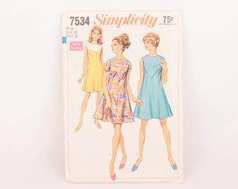 1960s Simplicity 7534 // collarless dresses