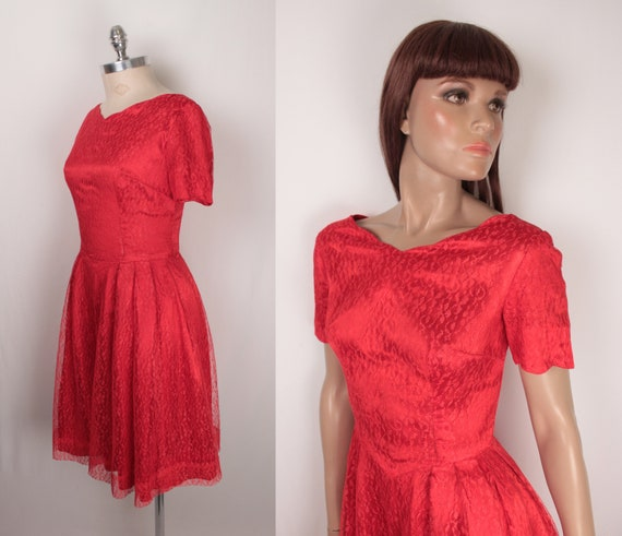 60s cocktail dress // red lace // scalloped neckli