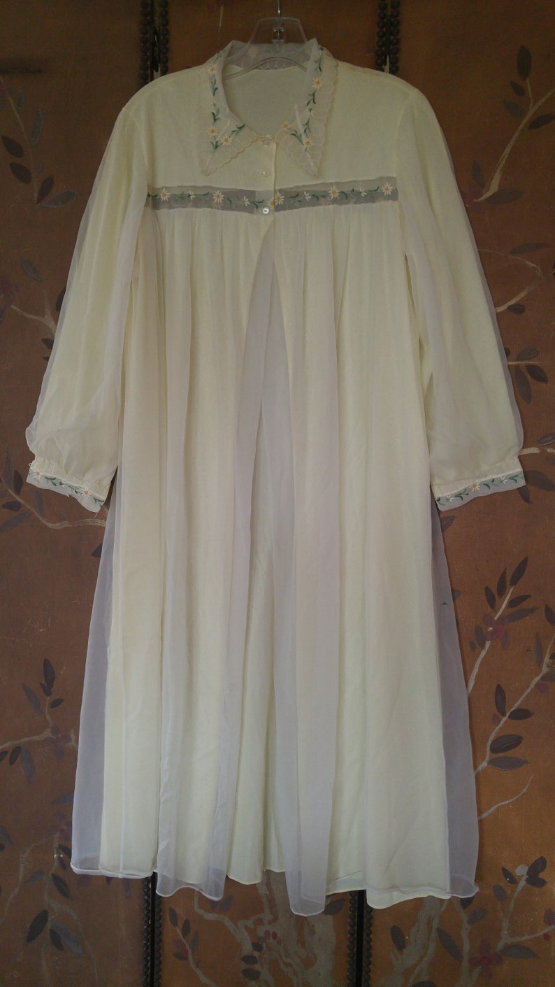 60/'s light yellow Peignoir with daisy flower trim dressing gown by Kickernick lingerie