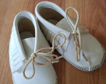 70s cream leather baby mocassin booties