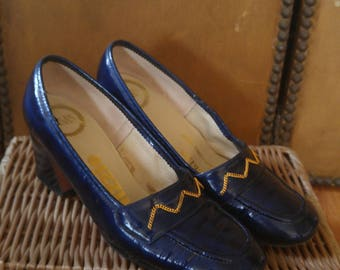 60s Navy blue patent leather high heeled shoes with gold chain detail by Visas Palizzio