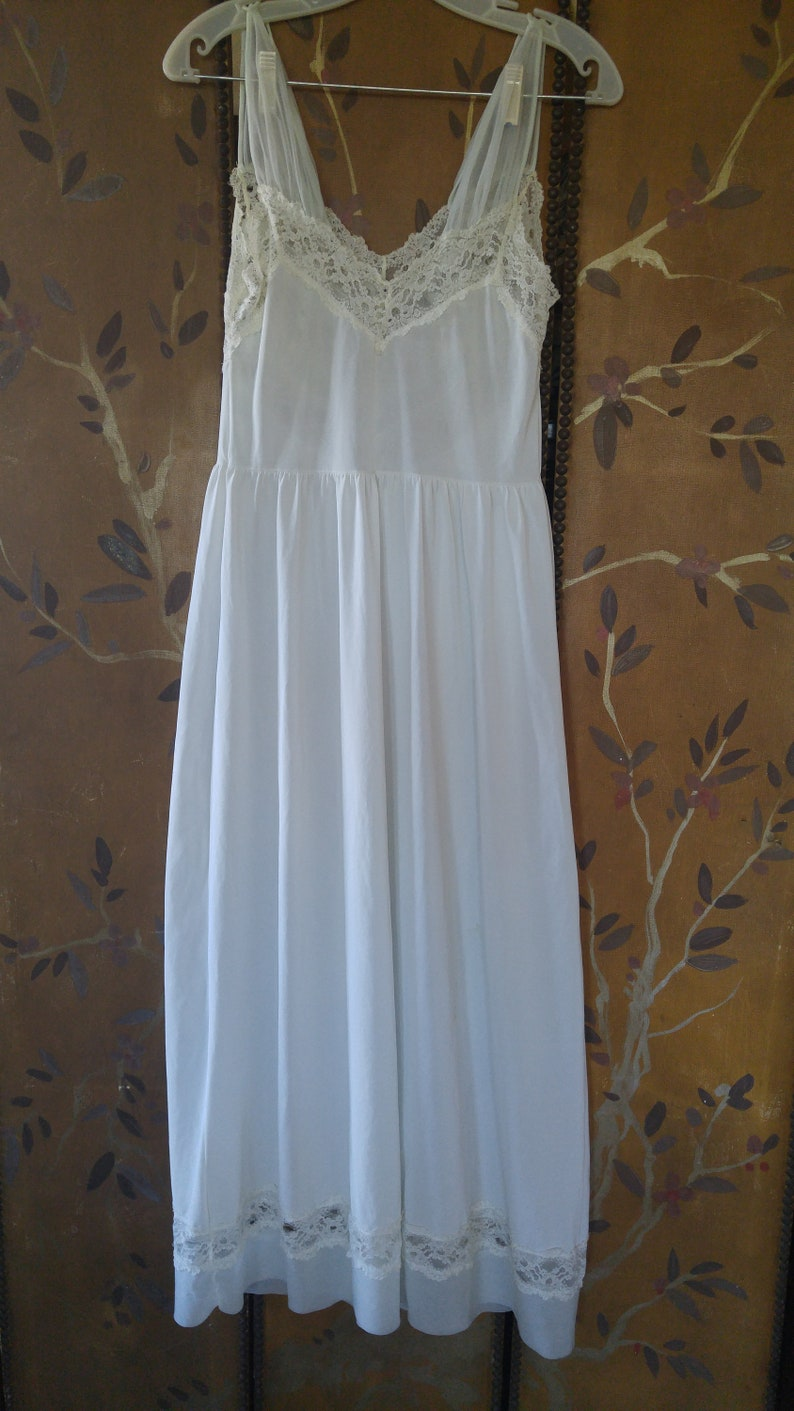50/'s pale blue and ivory lace peignoir night dress by Luxite