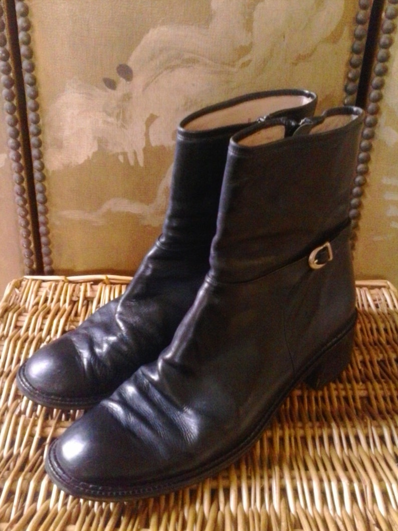 0555cb43113c 70s black leather Italian ankle boots