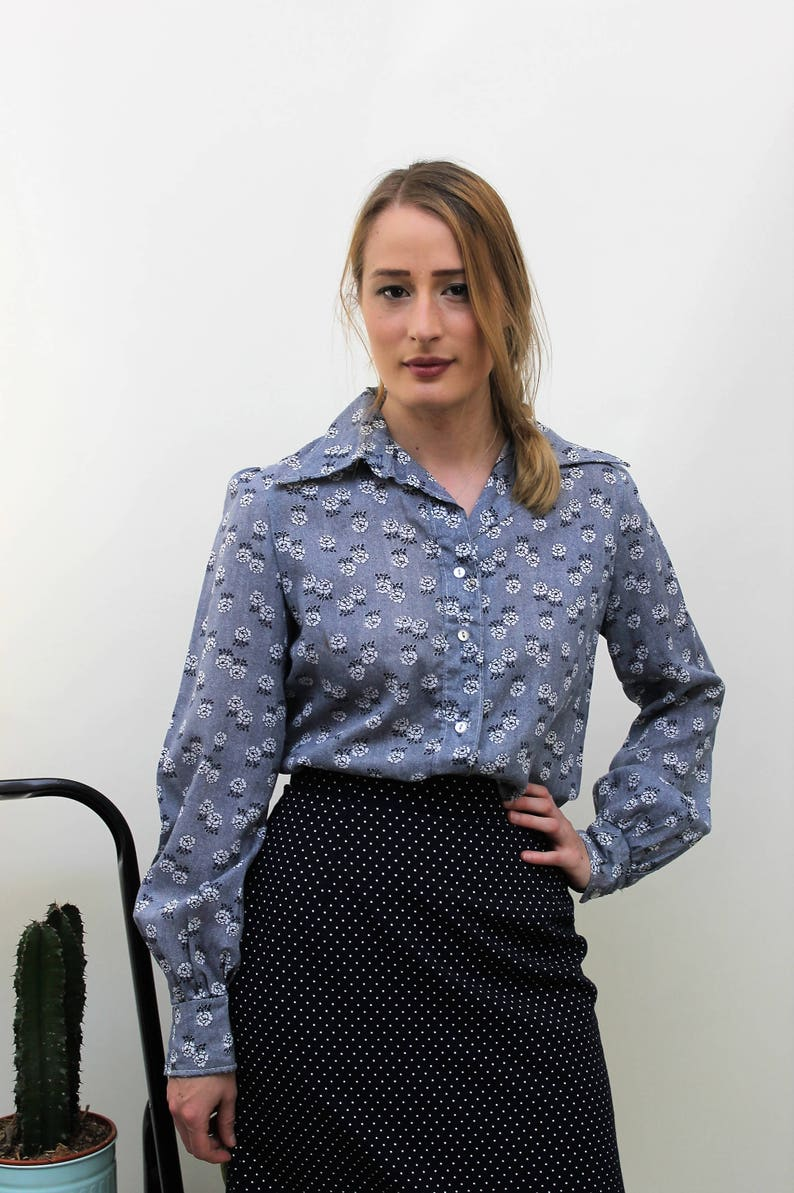 1970s Navy and White Floral Shirt Size UK 10 EU 38 US 6