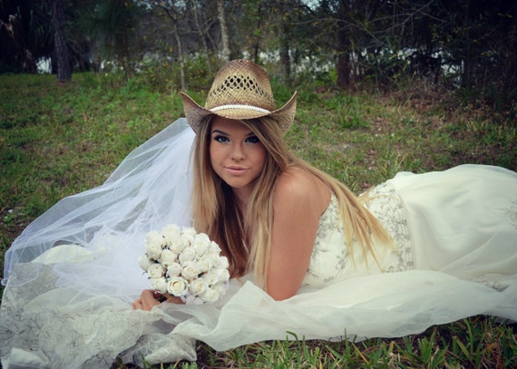 235da5e8e68 White-western wedding-Cowgirl bride-cowgirl hat-bridal cowgirl
