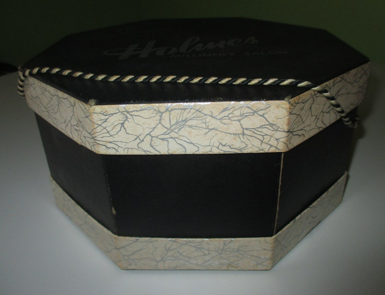 Vintage DH Holmes New Orleans Millinery Salon Hat Box w 2 Hats