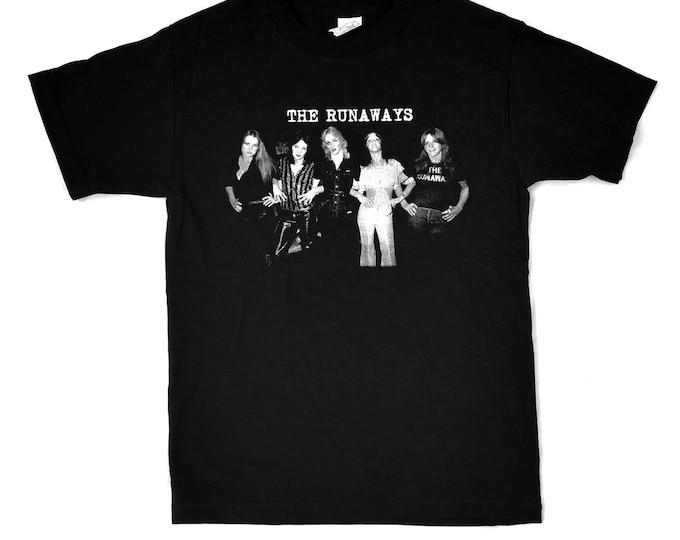 The Runaways Band Photo - Joan Jett, Cherie Currie - 100% cotton Pre-shrunk, hand screened Tee Shirt