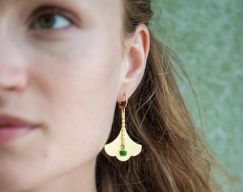 Ginkgo earrings with green pendant, elegant and feminine green earrings with ginkgo leaf shape