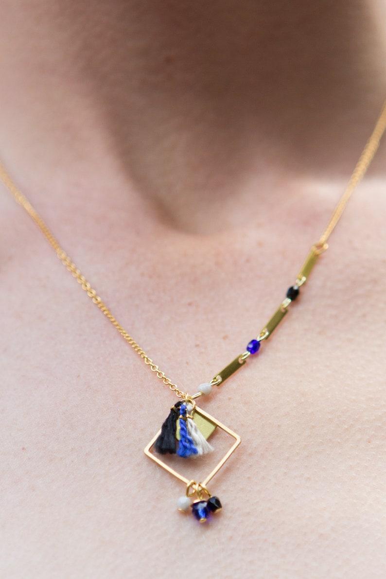 b1ed2518760 Collier pompon bleu foncé collier graphique collier bleu