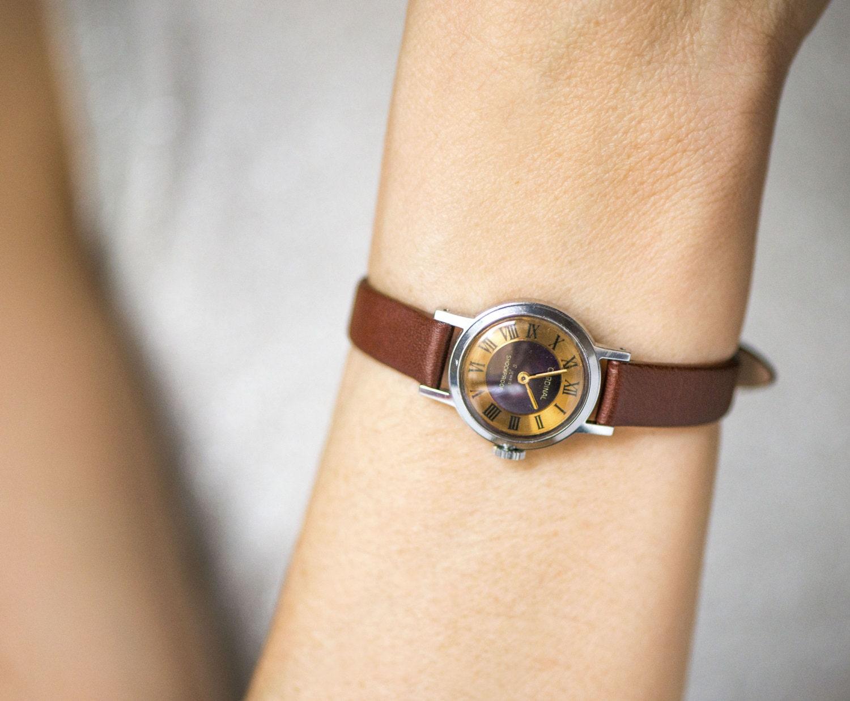montre de femme marron cardinal petite montre pour femme. Black Bedroom Furniture Sets. Home Design Ideas
