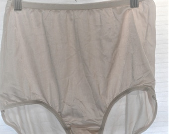 c2d2b040ac Items similar to Vintage NWT Sz. 7 Vanity Fair White Granny Panties ...