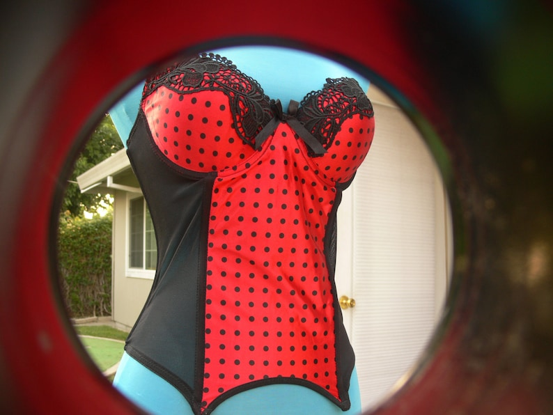 ee638e3b8 Black and red boned strapless Corset size med