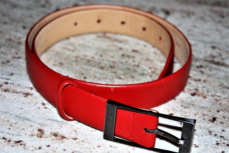 29c06f93b23da ANNE KLEIN Red Leather Belt Embossed Black Buckle Sz M