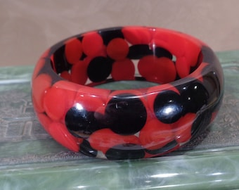 Vintage Lucite Red and Black Aspirin Dot Bangle 1960's Chunky Lucite Confetti Dot Bracelet Fab 1960's Lucite Jewelry Vintage Jewelry Gift