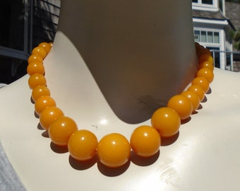 Light Orange Graduated Bead Bakelite Necklace Simichrome Tested Graduated Bakelite Bead Choker in  Glossy Pale Orange with Decorative Clasp