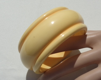 Bakelite Bracelet Wide Yellow Chunky Bakelite Bangle Simichrome Tested Restored Buttery Yellow Super Chunky Carved Bakelite Bracelet